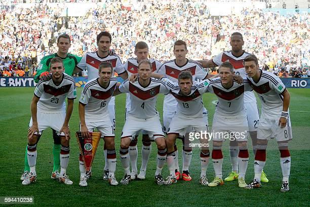 Mannschafts foto des Weltemeisters hinten vl Manuel Neuer Deutschlandu Mats Hummels Deutschland Toni Kroos Deutschland Miroslav Klose Deutschland...
