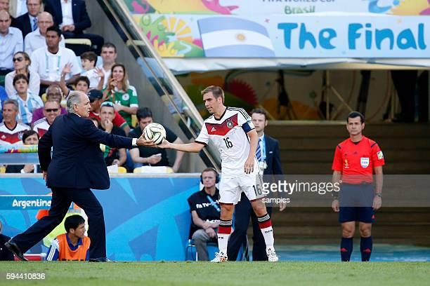 Phlipp Lahm Deutschland Germany mit Aregntinien Trainer Alejandro Sabella Fussball Weltmeister Deutschland Weltmeisterschafts Finale Deutschland...