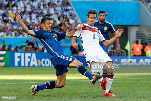 Martin Demichelis Argentinien Argentina ARG gegen Miroslav Klose Deutschland Fussball Weltmeister Deutschland Weltmeisterschafts Finale Deutschland...