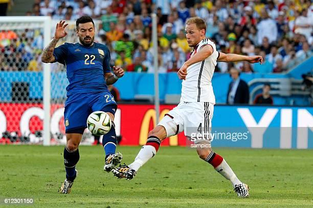 Benedikt Höwedes Deutschland gegen Ezequiel Lavezzi Argentinien Argentina ARG Fussball Weltmeister Deutschland Weltmeisterschafts Finale Deutschland...