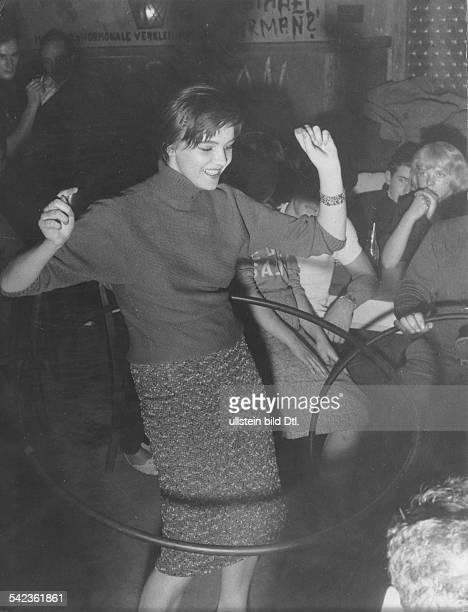 HULA HOOP 1959 /nA hulahoop competition in Berlin