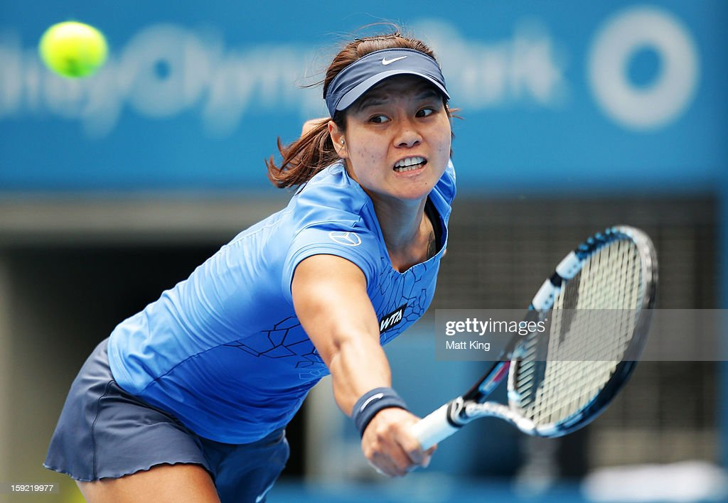 Na Li of China plays a backhand in her semi final match against Agnieszka Radwanska of Poland during day five of the Sydney International at Sydney Olympic Park Tennis Centre on January 10, 2013 in Sydney, Australia.
