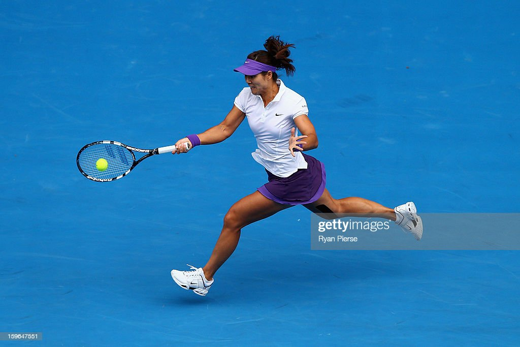 Na Li of China plays a forehand in her third round match against Sorana Cirstea of Romania during day five of the 2013 Australian Open at Melbourne Park on January 18, 2013 in Melbourne, Australia.