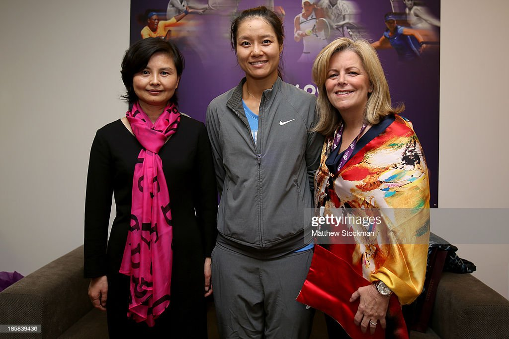 Na Li of China poses for a picture with Wuhan, China Vice Mayor Liu Yingzi and WTA Chairman and CEO Stacey Allaster during day three of the TEB BNP Paribas WTA Championships at the Sinan Erdem Dome on October 24, 2013 in Istanbul, Turkey.