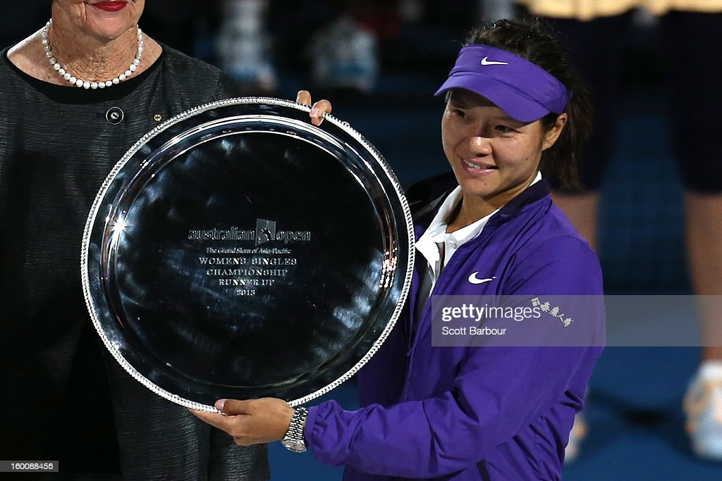 <a gi-track='captionPersonalityLinkClicked' href=/galleries/search?phrase=Na+Li+-+Tennis+Player&family=editorial&specificpeople=4485174 ng-click='$event.stopPropagation()'>Na Li</a> of China poses with the runners up trophy after losing her women's final match against Victoria Azarenka of Belarus during day thirteen of the 2013 Australian Open at Melbourne Park on January 26, 2013 in Melbourne, Australia.