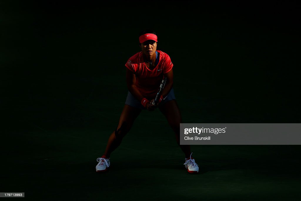 <a gi-track='captionPersonalityLinkClicked' href=/galleries/search?phrase=Na+Li+-+Tennis+Player&family=editorial&specificpeople=4485174 ng-click='$event.stopPropagation()'>Na Li</a> of China prepares to receive a serve during her women's singles semifinal match against Serena Williams of United States of America on Day Twelve of the 2013 US Open at USTA Billie Jean King National Tennis Center on September 6, 2013 in the Flushing neighborhood of the Queens borough of New York City.