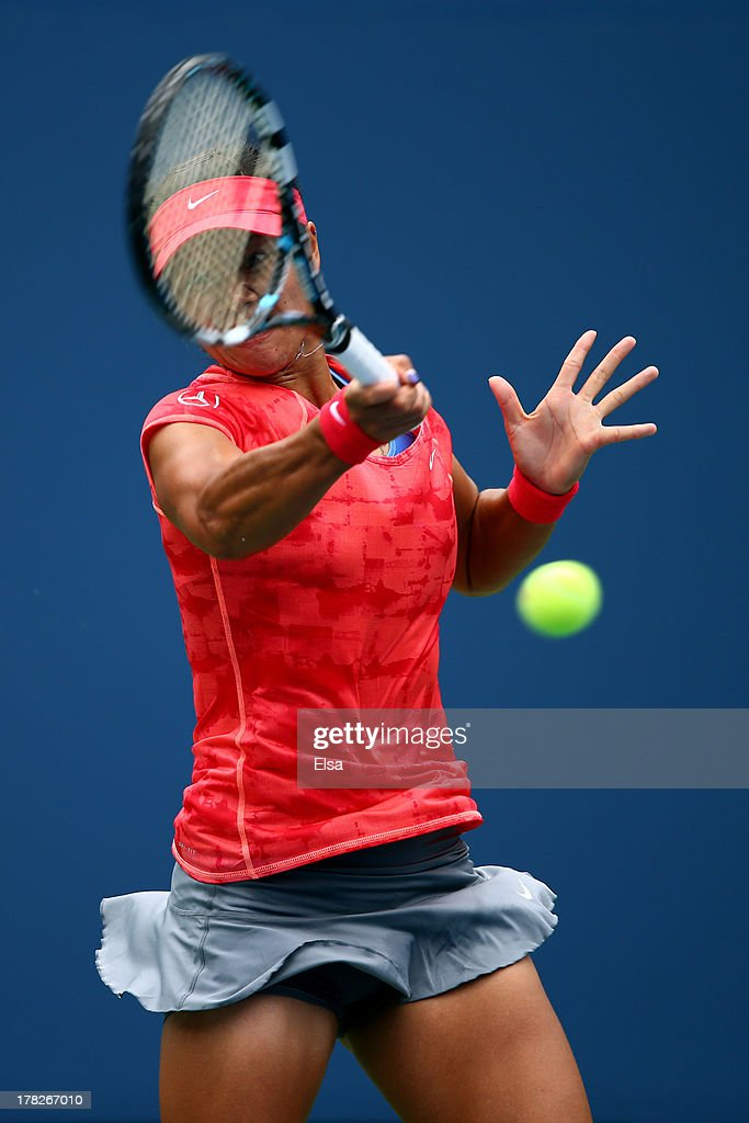 Na Li of China returns a shot against Sofia Arvidsson of Sweden during their second round women's sinlges match on Day Three of the 2013 US Open at USTA Billie Jean King National Tennis Center on August 28, 2013 in the Flushing neighborhood of the Queens borough of New York City.
