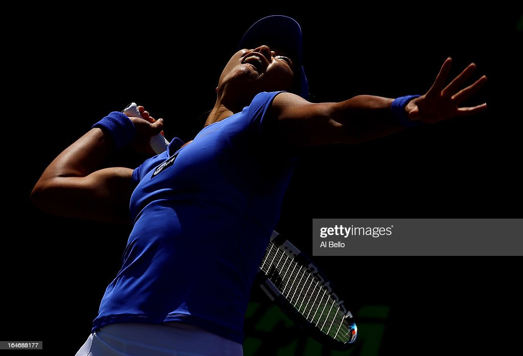 Na Li of China serves against Serena Williams of the USA during Day 9 of the Sony Open at the Crandon Park Tennis Center on March 26, 2013 in Key Biscayne, Florida.