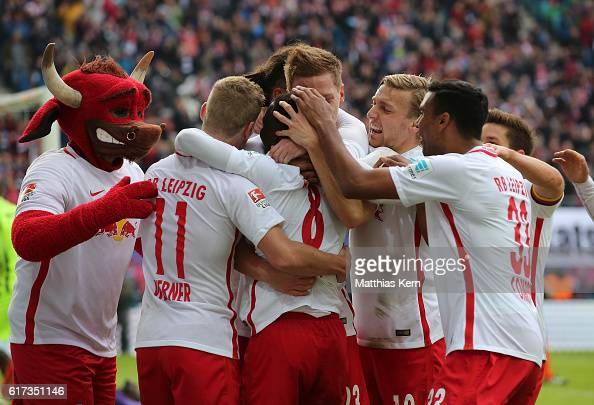 Naby Deco Keita of Leipzig jubilates with team mates after scoring the first goal during the Bundesliga match between RB Leipzig and SV Werder Bremen...