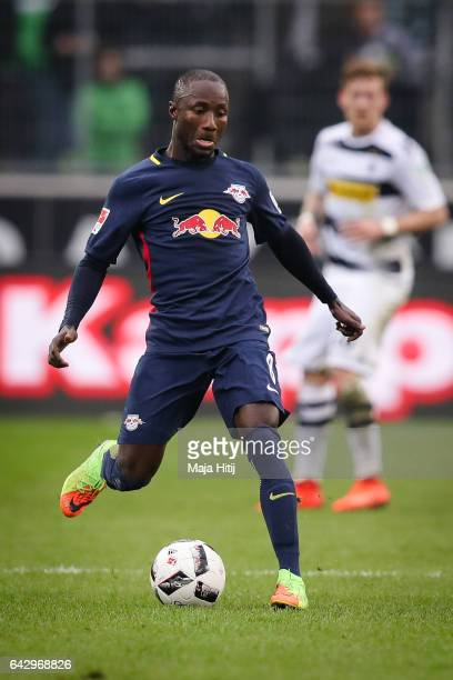 Naby Keita of Leipzig controls the ball during the Bundesliga match between Borussia Moenchengladbach and RB Leipzig at BorussiaPark on February 19...
