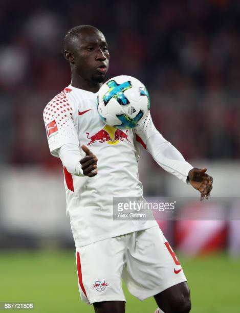 Naby Keita of Leipzig controls the ball during the Bundesliga match between FC Bayern Muenchen and RB Leipzig at Allianz Arena on October 28 2017 in...