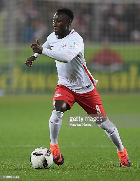 Naby Keita of RB Leipzig controls the ball during the Bundesliga match between SC Freiburg and RB Leipzig at SchwarzwaldStadion on November 25 2016...
