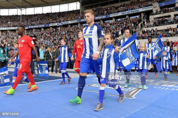 Naby Keïta of RB Leipzig and Alexander Esswein of Hertha BSC during the game between Hertha BSC and RB Leipzig on may 6 2017 in Berlin Germany