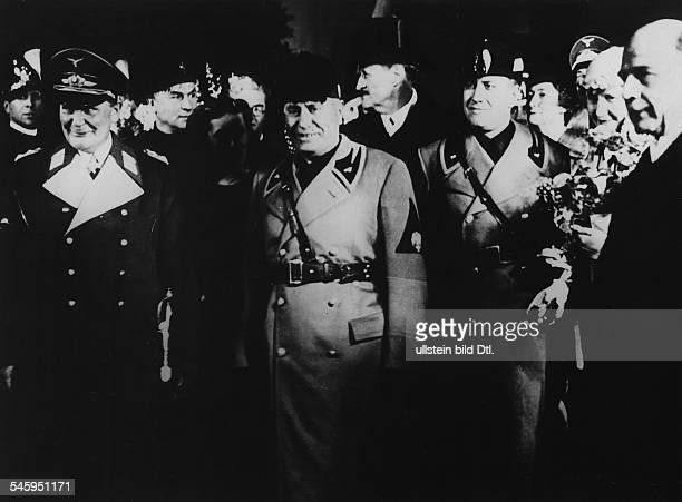 Nach der Ankunft auf dem Bahnhof in Romin der Gruppe Göring EddaGräfin Ciano Tochter Mussolinis undEhefrau des italienischen AussenministersBenito...