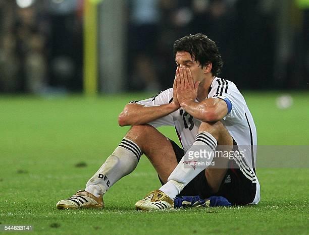 FIFA WM 2006 Halbfinale Deutschland Italien 02 nach Verlaengerung Dortmund der enttäuschte Mannschaftskapitän Michael Ballack nach der Niederlage