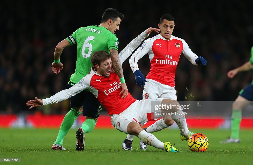 <a gi-track='captionPersonalityLinkClicked' href=/galleries/search?phrase=Nacho+Monreal&family=editorial&specificpeople=4078049 ng-click='$event.stopPropagation()'>Nacho Monreal</a> of Arsenal goes down as Jose Fonte of Southampton and <a gi-track='captionPersonalityLinkClicked' href=/galleries/search?phrase=Alexis+Sanchez&family=editorial&specificpeople=5515162 ng-click='$event.stopPropagation()'>Alexis Sanchez</a> of Arsenal battle it out during the Barclays Premier League match between Arsenal and Southampton at the Emirates Stadium on February 2, 2016 in London, England.