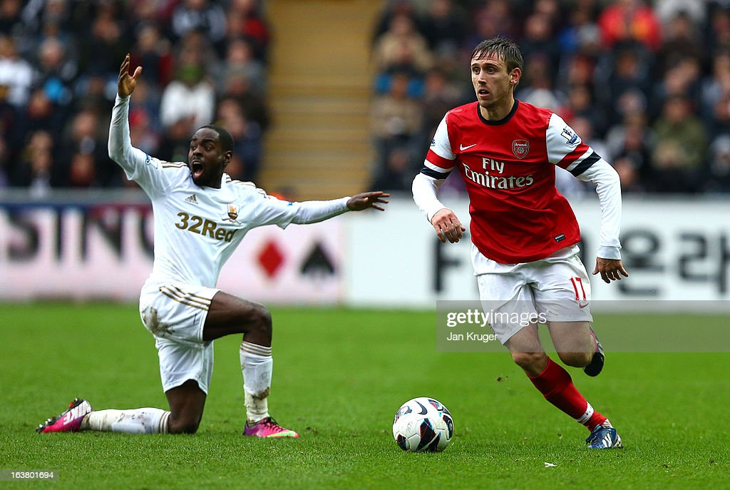 <a gi-track='captionPersonalityLinkClicked' href=/galleries/search?phrase=Nacho+Monreal&family=editorial&specificpeople=4078049 ng-click='$event.stopPropagation()'>Nacho Monreal</a> of Arsenal plays the ball with Nathan Dyer of Swansea City protesting during the Barclays Premier League match between Swansea City and Arsenal at Liberty Stadium on March 16, 2013 in Swansea, Wales.