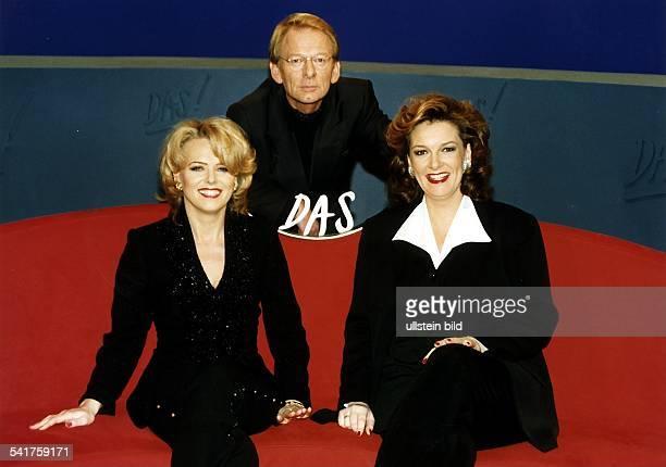 Nachrichtensprecherin D als Moderatorin der Sendung 'DAS' mitihrem Team bestehend aus ReinhardMünchenhagen und Bettina Tietjen 1997