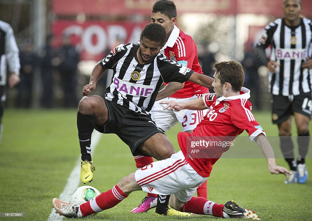 Nacional's Brazilian midfielder Diego (L) vies with Benfica's Uruguayan midfielder Enzo Perez during the Portuguese league football match Nacional vs Benfica at Madeira stadium in Funchal on February 10, 2013.