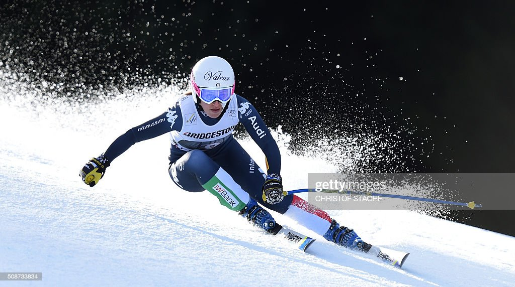Nadia Fanchini from Italy races down the hill during the ladies downhill competition race at the FIS Alpine Skiing World Cup in Garmisch-Partenkirchen, southern Germany, on February 6, 2016. Lindsey Vonn from USA won the competition, Fabienne Suter from Switzerland placed second and Viktoria Rebensburg from Germany placed third. / AFP / Christof STACHE