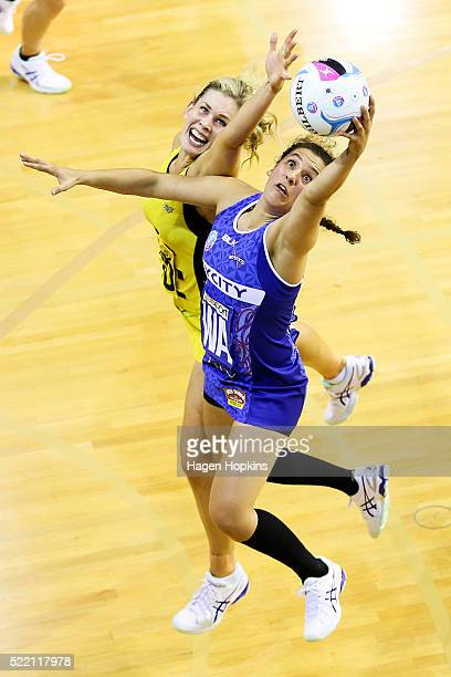Nadia Loveday of the Mystics secures a pass under pressure from Jacinta Messer of the Pulse during the ANZ Championship match between the Central...