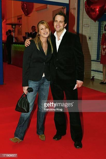 Nadine Krüger Mit Ihrem Freund Bei 'Ein Herz Für Kinder Gala' In Berlin