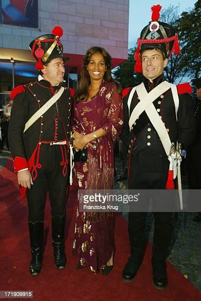 Nadja Abd El Farrag In Einem Kleid Wie 1001 Nacht Bei Unicef Gala Zur Ausstellungseröffnung Von 'Napoleon Bonaparte Zar Alexander I Epoche Zweier...