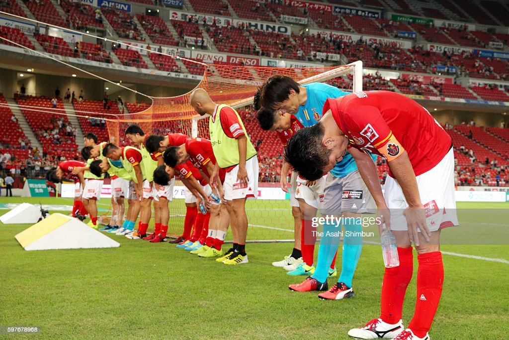 Nagoya Grampus players bow for supporters after their team's 11 draw in the JLeague match between Nagoya Grampus and FC Tokyo at Toyota Stadium on...