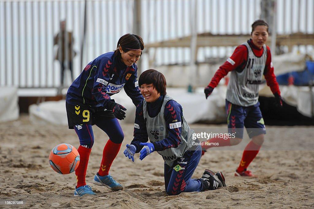 Nahomi Kawasumi (L) and Ji So-Yun (C) of INAC Kobe Leonessa ladies joke during a training session at the Club Natacion Barcelona sport complex in La Barceloneta beach on February 5, 2012 in Barcelona, Spain.