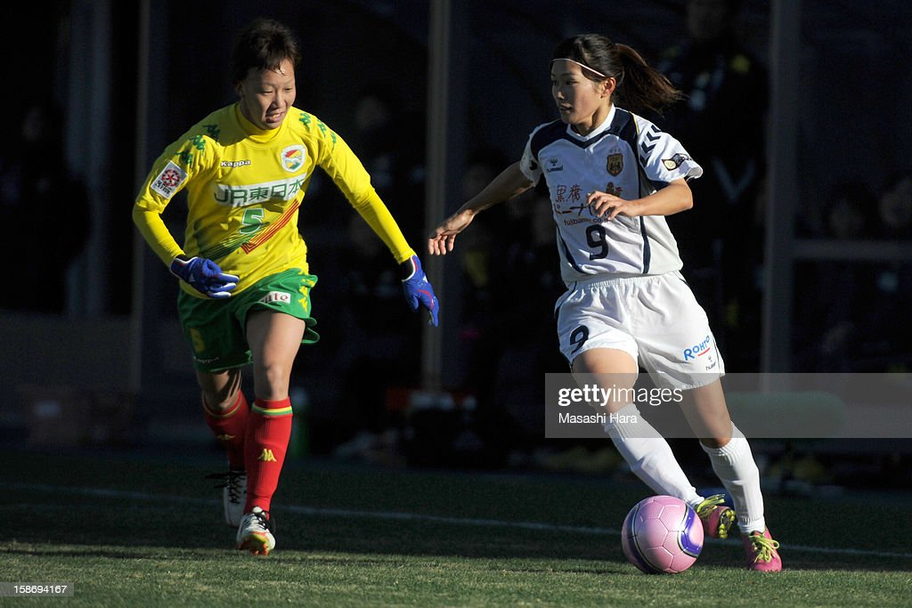 Nahomi Kawasumi #9 of INAC Kobe Leonessa (R) in action during the 34th Empress's Cup All Japan Women's Football Tournament final match between INAC Kobe Leonessa and JEF United Chiba Ladies at Nack 5 Stadium Omiya on December 24, 2012 in Saitama, Japan.