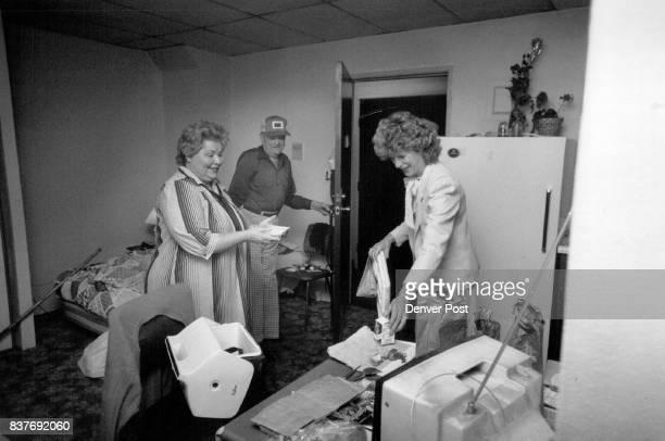 4/13/1988 4/21/1988 'Nail Volunteer Week' AMOCO employees who are volunteers in delivering meals to seniors in the downtown area L to R Barbara...