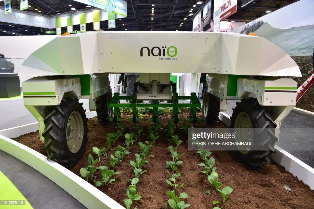 A Naio weeding robot is displayed during the SIMA (Mondial des Fournisseurs de l'Agriculture et de l'Elevage) 2017 at the Parc des Expositions Paris Nord in Villepinte on February 26, 2017. / AFP / CHRISTOPHE
