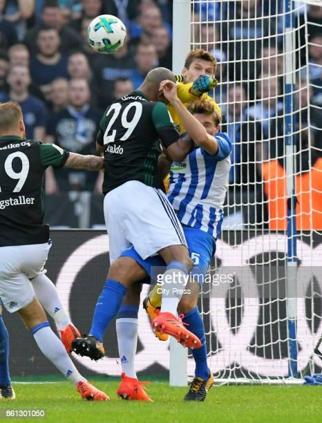 Naldo of FC Schalke 04 Rune Almenning Jarstein and Niklas Stark of Hertha BSC during the game between Hertha BSC and Schalke 04 on october 14 2017 in...