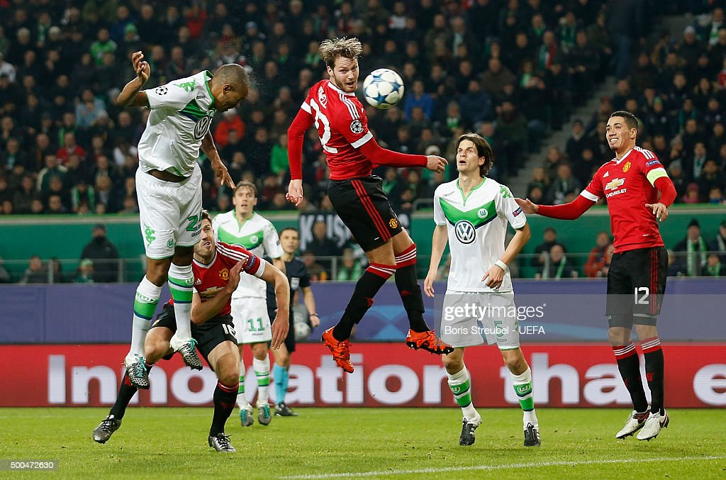Naldo (L) of VfL Wolfsburg scores his team's third goal during the UEFA Champions League Group B match between VfL Wolfsburg and Manchester United FC at Volkswagen Arena on December 8, 2015 in Wolfsburg, Germany.
