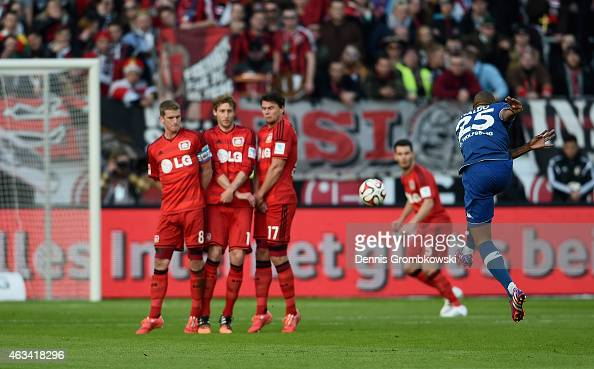 Naldo of VfL Wolfsburg scores the second goal during the Bundesliga match between Bayer 04 Leverkusen and VfL Wolfsburg at BayArena on February 14...