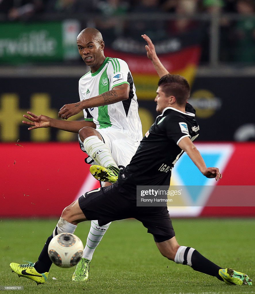 Naldo (L) of Wolfsburg and <a gi-track='captionPersonalityLinkClicked' href=/galleries/search?phrase=Aleksandar+Ignjovski&family=editorial&specificpeople=6129439 ng-click='$event.stopPropagation()'>Aleksandar Ignjovski</a> of Bremen vie for the ball during the Bundesliga match between VfL Wolfsburg and Werder Bremen at Volkswagen Arena on October 26, 2013 in Wolfsburg, Germany.