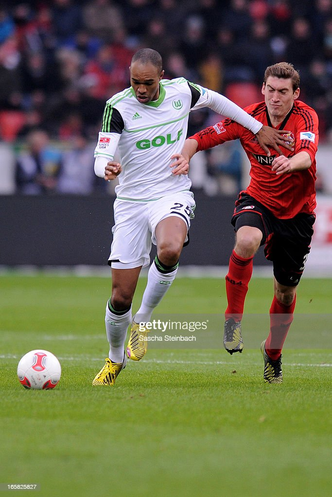 Naldo of Wolfsburg (L) vies with <a gi-track='captionPersonalityLinkClicked' href=/galleries/search?phrase=Stefan+Reinartz&family=editorial&specificpeople=2244849 ng-click='$event.stopPropagation()'>Stefan Reinartz</a> of Leverkusen (R) during the Bundesliga match between Bayer 04 Leverkusen and VfL Wolfsburg at BayArena on April 6, 2013 in Leverkusen, Germany.