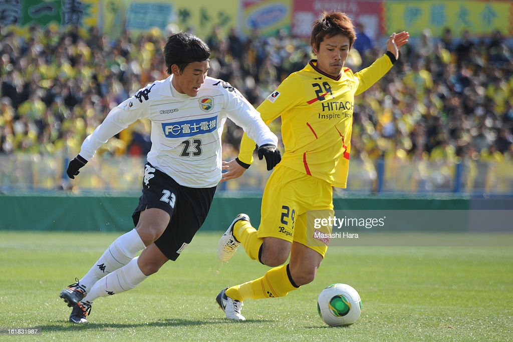 Nam Seung Woo #23 of JEF United Chiba (L) and Hiroyuki Taniguchi #29 of Kashiwa Reysol compete for the ball during the pre season friendly between Kashiwa Reysol and JEF United Chiba at Hitachi Kashiwa Soccer Stadium on February 17, 2013 in Kashiwa, Japan.