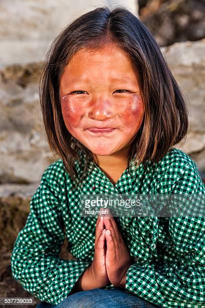Namaste ます。-若い女性のポートレートシェルパエベレスト地域の