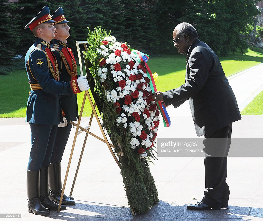 Namibian President Hifikepunye Pohamba (R) adjusts a wreath during a ceremony at the Tomb of the Unknown Soldier in Moscow on May 20, 2010. Pohamba arrived for bilateral diplomatic talks.