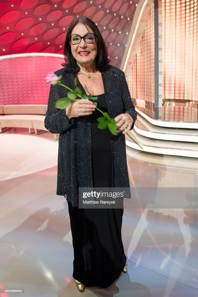 Nana mouskouri attends the willkommen bei carmen nebel show at