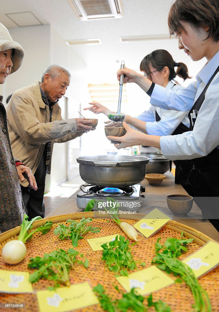 Nanakusa-Gayu', seven-herb rice porridge is offered on the day of the ...
