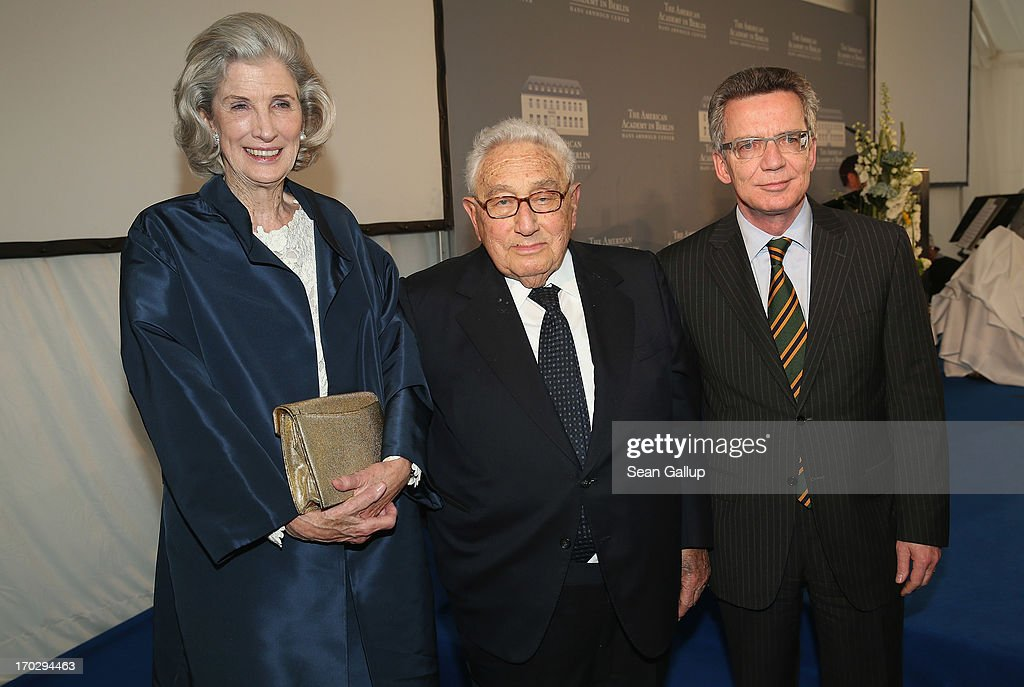 <a gi-track='captionPersonalityLinkClicked' href=/galleries/search?phrase=Nancy+Kissinger&family=editorial&specificpeople=1104704 ng-click='$event.stopPropagation()'>Nancy Kissinger</a>, former U.S. Secretary of State <a gi-track='captionPersonalityLinkClicked' href=/galleries/search?phrase=Henry+Kissinger&family=editorial&specificpeople=154883 ng-click='$event.stopPropagation()'>Henry Kissinger</a> and German Defence Minister <a gi-track='captionPersonalityLinkClicked' href=/galleries/search?phrase=Thomas+de+Maiziere&family=editorial&specificpeople=618845 ng-click='$event.stopPropagation()'>Thomas de Maiziere</a> attend the Henry A. Kissinger Prize 2013 award at the American Academy in Berlin on June 10, 2013 in Berlin, Germany.