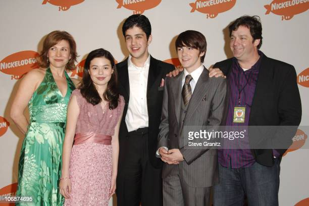 Nancy Sullivan Miranda Cosgrove Josh Peck Drake Bell and Jonathan Goldstein winners of Favorite Television Show for 'Drake Josh'