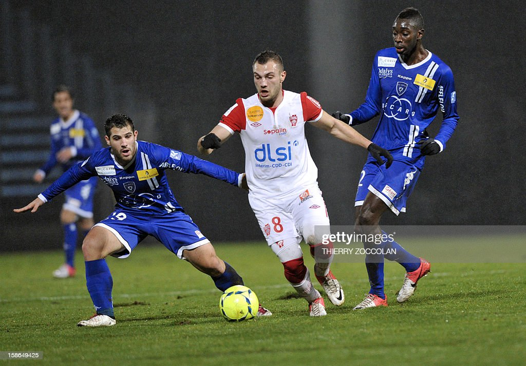 Nancy's French midfielder Yohann Mollo (C) vies for the ball with Bastia's French defender Gilles Cioni (L) and Bastia's French midfielder Sambou Yatabare (R) during the French L1 football match Bastia vs Nancy, on December 22, 2012, at the Jean Laville stadium in Gueugnon.