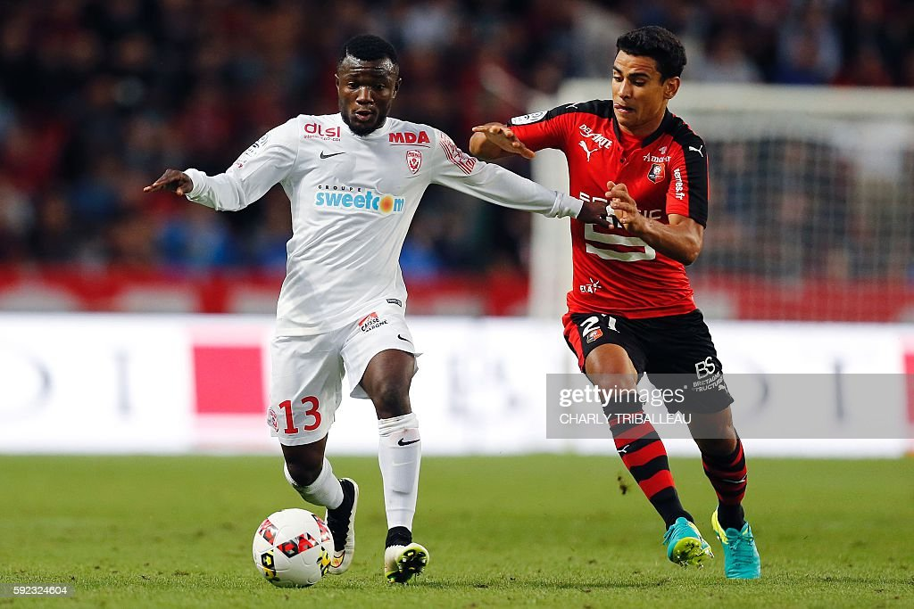 Nancy's Ivorian midfielder Serge NGuessan vies for the ball with Rennes' French midfielder Benjamin Andre during the French L1 football match between...