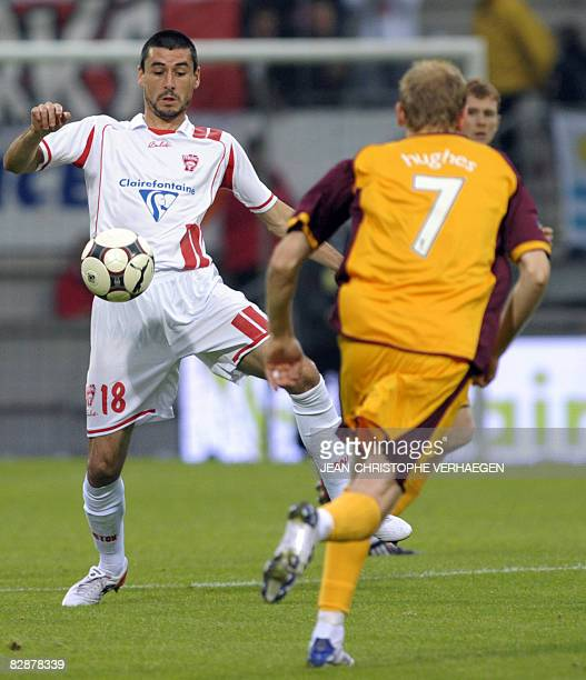 Nancy's Jean Calve vies for the ball with Motherwell's Stephen Hughes during the UEFA CUP first round football match Nancy vs Motherwell at Marcel...