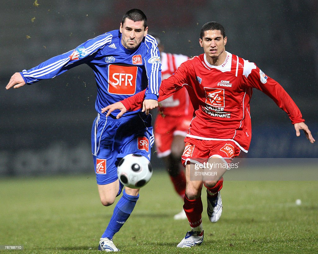 Nancy's Michael Chretien vies with Reims's Julien Feret during their French Cup football match 05 January 2008 at the Marcel Picot Stadium in...