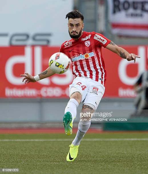 Nancy's SpanishUruguayan defender Erick Cabaco controls the ball during the French L1 football match between Nancy and Nice on September 25 2016 at...