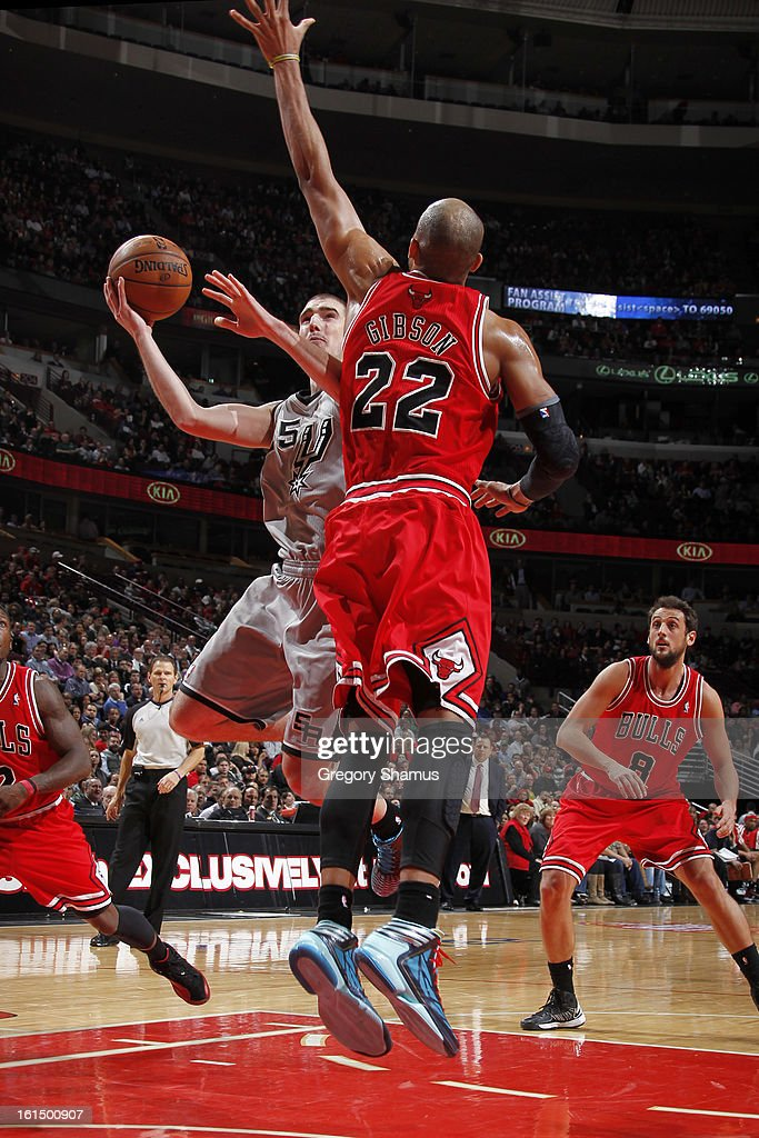 Nando de Colo #25 of the San Antonio Spurs drives to the basket against <a gi-track='captionPersonalityLinkClicked' href=/galleries/search?phrase=Taj+Gibson&family=editorial&specificpeople=4029461 ng-click='$event.stopPropagation()'>Taj Gibson</a> #22 of the Chicago Bulls on February 11, 2013 at the United Center in Chicago, Illinois.